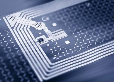 МВД хочет встраивать микрочипы не в автономера, а клеить их на лобовое стекло