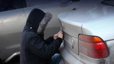 В Мариуполе вор снимал с автомобилей номерные знаки и требовал за них выкуп